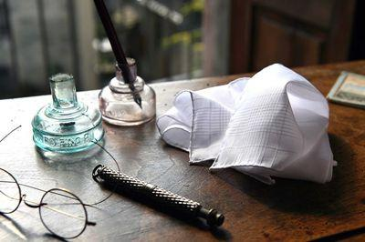 SIMONNOT-GODARD - The last French creators of woven handkerchieves, cotton and linen finest yarns.