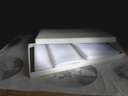 The essentials » 3 white handkerchieves - gift box